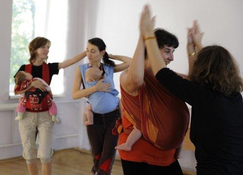 Slingomamy dancing.jpg